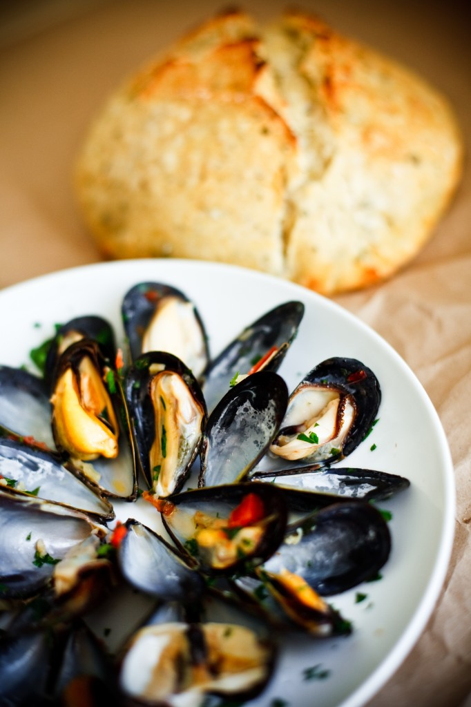 STEAMED MUSSELS PROVENCAL (FOR TWO):